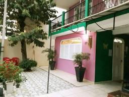 Suite para até 4 pessoas com sacada no coração do Centro de Balneário Camboriú.