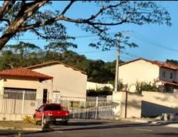 Alugo Village no condomínio Parque Universitário no bairro Salobrinho.