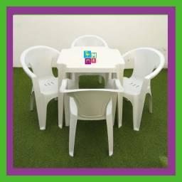 Título do anúncio: Conjunto de Mesa com Cadeiras Tipo Poltrona