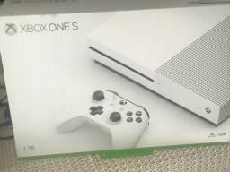 Título do anúncio: Vejo Xbox one S muito novo! 1tb e aceita midia fisica! Único dono.