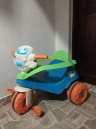 Motoca triciclo verde e azul velobaby