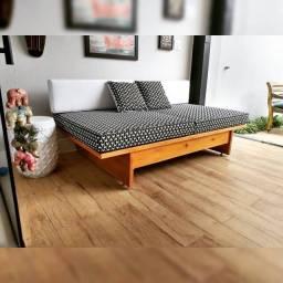 Título do anúncio: Lindo sofá de madeira estofado