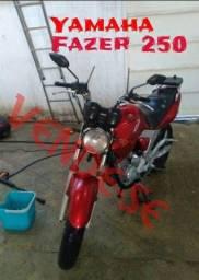 Título do anúncio: Fazer 250 2005/2006 vermelha