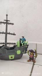 Barco pirata + baú 50,00