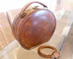 Bolsa Vintage - Redonda Transversal em Couro Marrom (Anos 40)