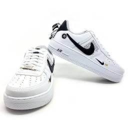 Título do anúncio: Tênis Nike Air Force 1 TM Tam 42<br>- Vitrine