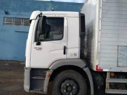 Vende-se um baú para caminhão toco