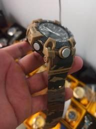Relógio digital camuflado lindo