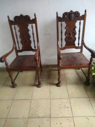 Poltronas ou cadeiras antigas couro