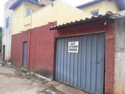 Vende-se casa em vila
