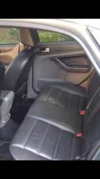 Vendo focus sedan Titanium completo de tudo - 2012