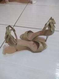 Sandália Dourada Zatz