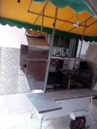 Carrinho de hot dog, churrasquinho e com espaço para estufa