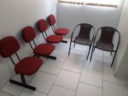 Cadeira longarina 4 lugares + 2 cadeiras unitárias de vime