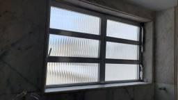 Tudo por 1.000,00 - Vendos Janelas, portas e basculhantes de aluminio (Esquadrias).