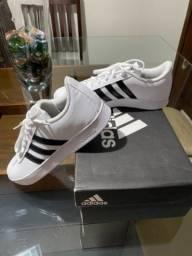 Título do anúncio: Tênis Adidas novo