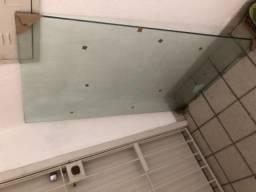 Mesa de vidro temperado com pé em aço/inox