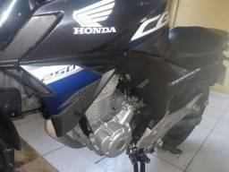 Vendo moto twister valor 16.000