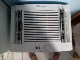 Ar condicionado Eletrolux 7500 BTUs em perfeito estado