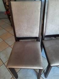 Cadeiras em ótimo estado.