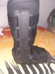 Título do anúncio: Bota robofoot apenas usada uma vez não tem diferença é direito ou para esquerda número G