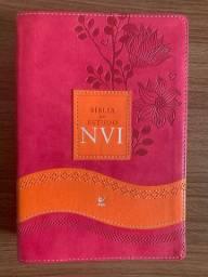 Bíblia de Estudo NVI capa rosa e laranja