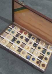 Título do anúncio: Caixa de pedras para coleção