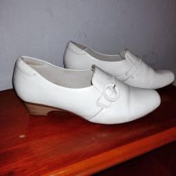 Título do anúncio: Sapato Branco número 36 Marca Neftali