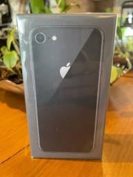 iPhone 8 64GB - LACRADO