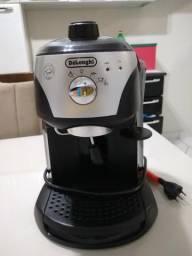 Cafeteira de cafe expresso Delonghi Semi nova