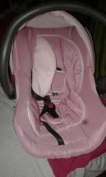 Vendo um bebê conforto de menina novo