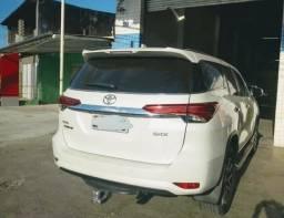 Toyota Hillux SW4 2017 Branca, a top de linha - 2018