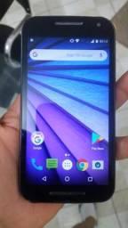 Vendo esse celular da Motorola.