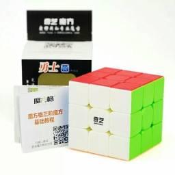 Cubo mágico de competição QI YI 3x3x3