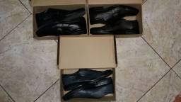 Sapatos de couro legítimo.
