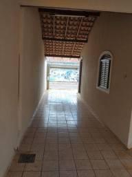 Casa bem localizada no Parati