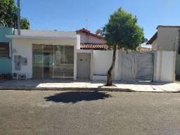 Casa 3 Quartos Com Sala Comercial - Bandeirante