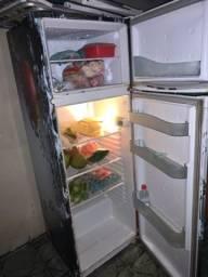 Vendo uma geladeira duplex em Figueira
