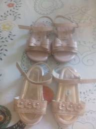 Vendo 2 sandalias bebe menina tam 21 valor 50.00