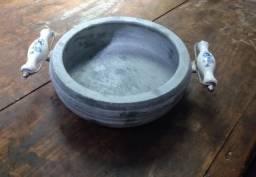 Título do anúncio: Panela de Pedra Sabão com alça de porcelana