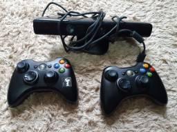 Título do anúncio: Xbox 360, desbloqueado, com dois controles e knect.