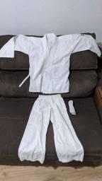 Kimono infantil (criança de 6 a 7 anos) karate e faixas