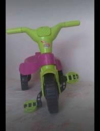 Título do anúncio: Vende-se triciclo infantil