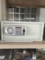 Cofre eletrônico (necessita pequeno conserto)