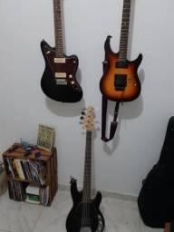 Vendo Duaa guitarras e um baixo