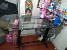 Mesa de vidro com arara