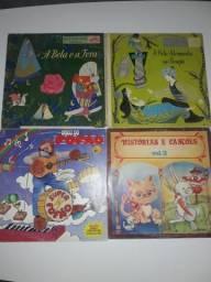 Discos de vinil de músicas e contos infantis