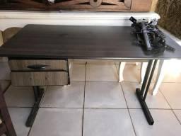 Escrivaninha e cabideiro para loja comprar usado  Aparecida De Goiânia