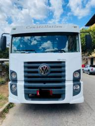 Caminhão constellation 13-180