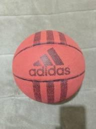 Título do anúncio: Bola de Basquete Adidas